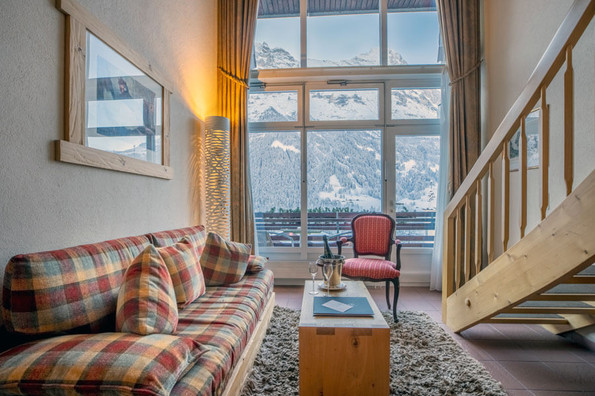 Hotel suite with view of Eiger north face - Hotel Kreuz & Post