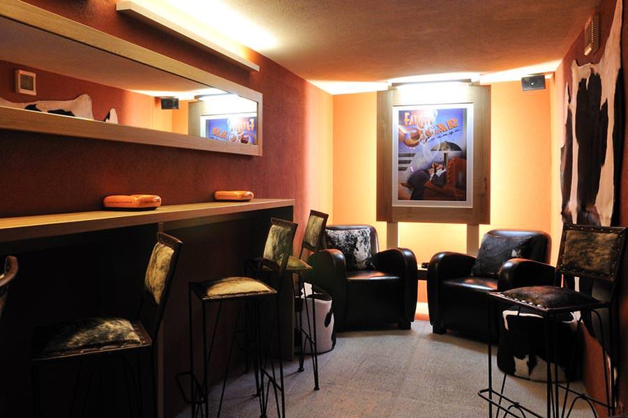 hotel kreuz post bars nachtleben in grindelwald. Black Bedroom Furniture Sets. Home Design Ideas